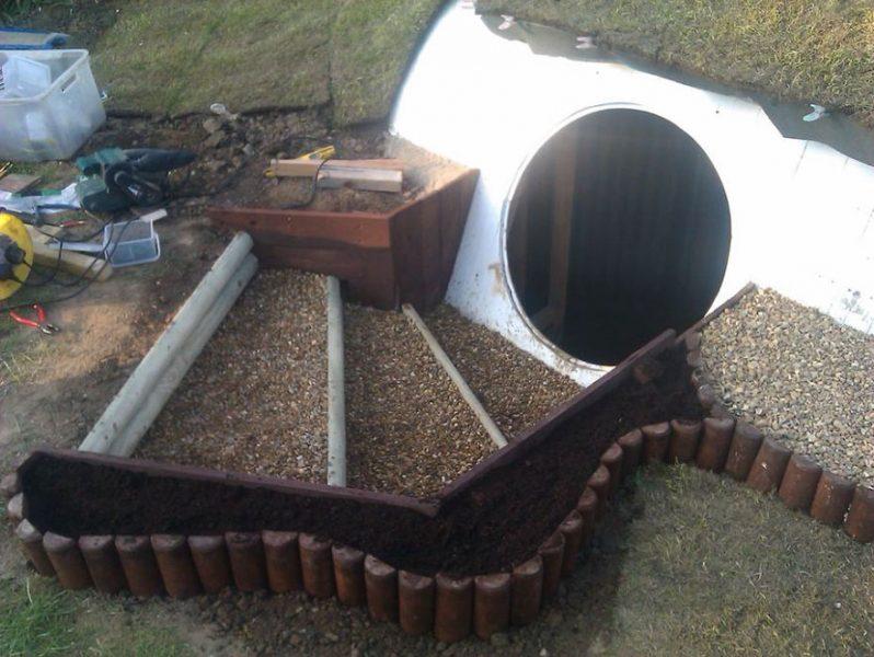 Cum a construit o casa Hobbit în curte