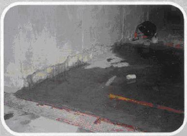 Infiltraţie de apă prin pardoseală şi prin îmbinarea dintre perete şi pardoseală