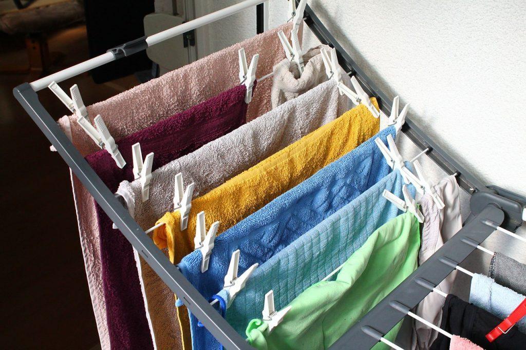 uscarea hainelor, uscarea rufelor in casa, nu uscati hainele in casa